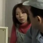 【ヘンリー塚本】翔田千里 痴熟女が洗面所を自ら壊し配管工を呼びセックスに誘う