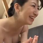 本庄瞳 細身熟女がフェラ手コキで若者のザーメンを搾り取る!