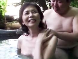 長年連れ添った熟年夫婦が温泉旅行で濃厚交尾! 高畑ゆり 東條志乃 ほか