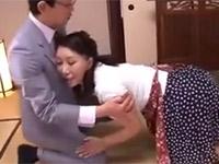 庵叶和子 巨乳五十路熟女が娘の夫と二人きりになり一線を越えセックス!