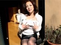 【無修正】友崎亜希 セクシーゴージャスマダムの即尺口射でお口からザーメントローリ!