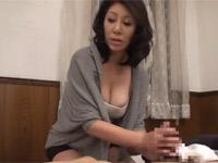 庵叶和子 巨乳熟母が息子の看病をするうち性処理そしてセックス!