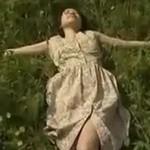 【ヘンリー塚本】昭和の写真家が草原で少女を撮影、セックスに発展