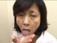 【無修正】高齢熟女 還暦地味めオバさんが巨根をくわえこむセックス!