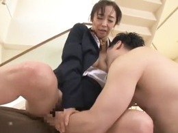 【初撮り】57歳、元国際線CAの奥様が制服着衣のままハメられる! 音羽文子
