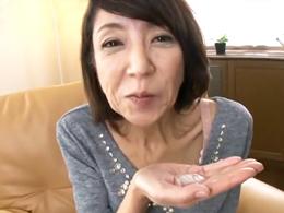 ガリガリの五十路熟女が人生初の口内射精後ハメられ、か細い声でヨガる 宮崎恵美子