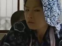 【ヘンリー塚本】昭和の美人女中が性処理セックスを主人とも息子とも