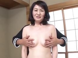 恥じらいがカワイイ57歳の熟女妻が熟れきった体で若い男優と絡み合う! 清水千代子