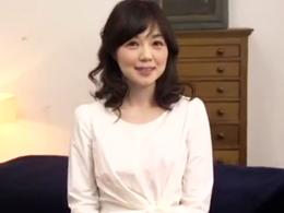 【初撮り】めっちゃ可愛くて透き通るほどの美白、しかもスケベなアラフォー人妻がAVデビュー! 岡野美由紀