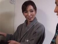 松下美香 五十路の細身熟女が若い男とプライベート風セックス 舌技がすごい!