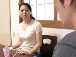 息子の友達にオナニーを見られたキレイな五十路母がいつしかセックスの虜に! 吉野かおる