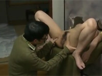 【ヘンリー塚本】セックス後に自分の精液で汚れたマ○コを写生する画家