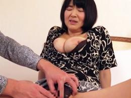 ぽっちゃり巨乳の完熟五十路妻が高層ホテルで乱れまくりの不倫セックス! 上島美都子