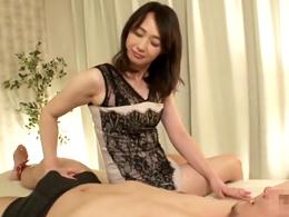 「中に出しなさい!」痴女っぷり全開で男に淫語で中出しをねだる五十路熟女 安野由美