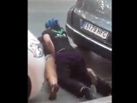 駐車している車の陰に隠れてエッチしている男女がいたから撮ったった