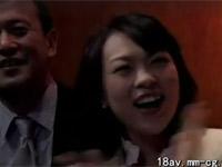 【ヘンリー塚本】同級会で再会した熟年男女の熱い不倫セックス