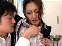 【無修正】美熟女教師と保健室で3P中出しセックス!