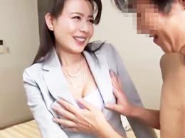 「好きにしていいんですよ?」契約してくれたお客に股を開く四十路の生保レディ 三浦恵理子