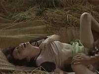 【ヘンリー塚本】農村では納屋の藁ベッドでセックス