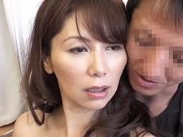 盆暮れしか抱いてもらえない四十路の巨乳熟女がAV出演で思う存分セックス! 翔田千里