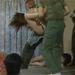 【ヘンリー塚本】熟女が拳銃を持つ侵入者達に次々に犯されていく恐怖 xvideos