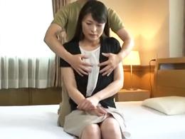 初撮りでド緊張の高身長・貧乳の四十路妻が可愛すぎる! 白石美子