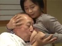 矢吹涼華 五十路未亡人が老いた義父の性処理セックス介護!
