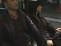 【ヘンリー塚本】43歳熟女妻がバス内の痴女行為で欲求不満解消 浅井舞香