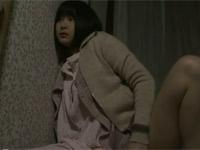 【ヘンリー塚本】母ちゃんと継父とのセックスがうるさくて寝られないからオナニーする