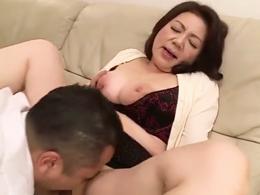 爆乳ピンク乳首の還暦義母が先生や息子と肉弾セックス! 富岡亜澄