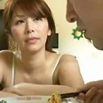 【ヘンリー塚本】性欲が強すぎる息子に毎日性処理をさせられる四十路母! 翔田千里
