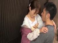 隅田涼子 細身の青森55歳熟女がが若い男と我慢できず玄関先セックス!