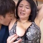 Hカップ爆乳&ピンク乳首&デカ乳輪の五十路熟女妻が初撮りAV出演! 上島美都子
