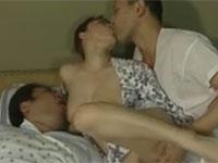 【ヘンリー塚本】 大きい子供に授乳しながらバックからセックス!世の中いろんな趣味がある…