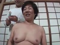 【高齢熟女】ぽちゃ六十路還暦熟女出演です。恥ずかしがるも感じてしまう!