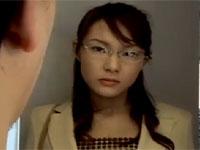【ヘンリー塚本】眼鏡熟女のOLが露出男に発情し出勤前に激しくセックス xvideos