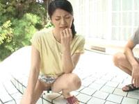 古川祥子 47歳美熟女が若い男の言いなり!お風呂セックスから玄関先で放尿!