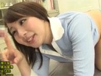 成宮いろは 可愛い人妻教師とお尻ヌルヌルで教室プレイ!