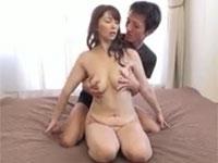 翔田千里 四十路美熟女が久々セックスに大ハッスル!手マンパイズリ騎乗位!