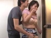円城ひとみ 熟女が息子と夫の入浴中に声を潜めて中出しセックス!
