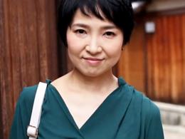 【初撮り熟女】京都在住の清楚すぎるショートカット四十路美人妻がAVデビュー 早川りょう