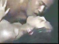 【ヘンリー塚本】自宅近くに軽トラ止め荷台で情熱的唾液交換不倫セックス!