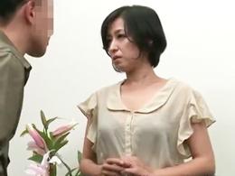 息子へのフェラを友人に盗撮され、アナル奴隷にさせられてしまう四十路母! 片岡なぎさ