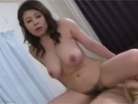 水野淑恵 五十路巨乳熟女が夫の不在中に連れ子と激しくセックスする関係に…