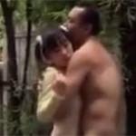 【ヘンリー塚本】露出オジサンが道路で遊ぶ少女を拉致セックス