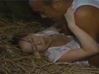 【ヘンリー塚本】淫乱熟女は子供に隠れて納屋の中で不倫セックス