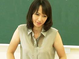 五十路の女教師が生徒と真夏の汗だくSEX課外授業! 安野由美