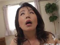 四十路熟女が乳首だけを責められ白目むいて感じる!