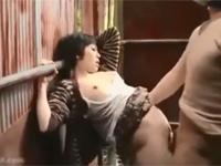 【ヘンリー塚本】美人妻は露出魔の勃起チンポに欲情し青姦を許してしまう