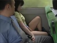 【ヘンリー塚本】熟年カップルはお互いの性器をバス内で停留所まで我慢できず弄り合う
